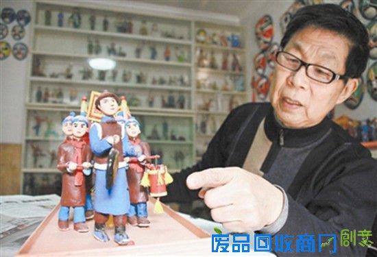 张智:17年创业制售泥塑作品资助34个贫困学子