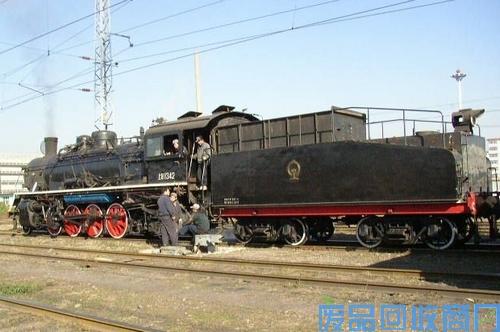 老旧火车头图1